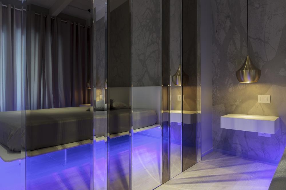 Specchi Artistici Da Bagno.Giuseppe Sparapano Designer Arredare Con Gli Specchi L