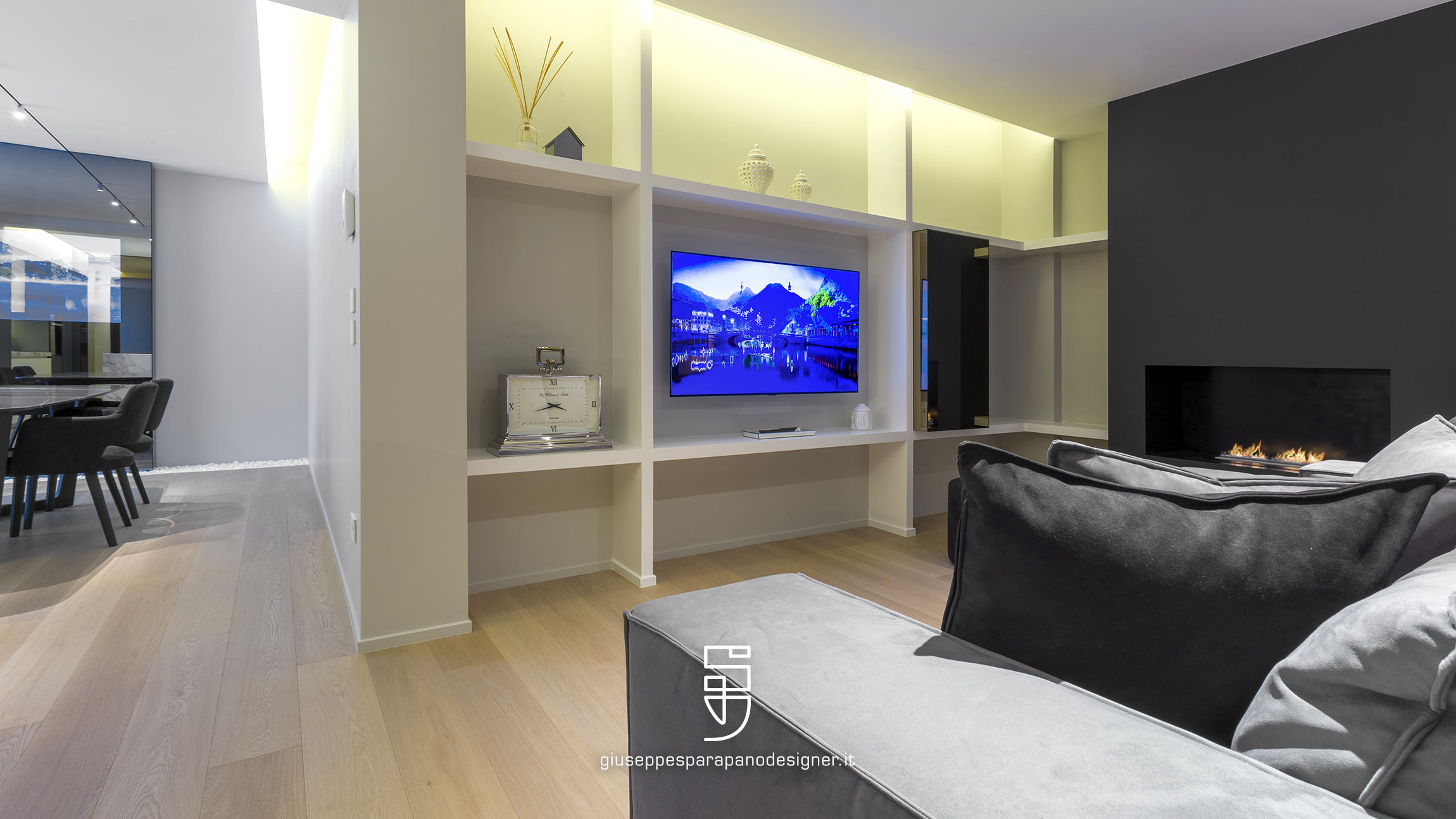 parete attrezzata con tv realizzata su misura in cartongesso