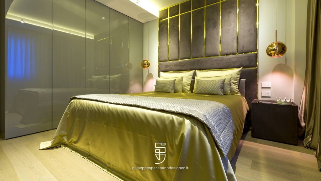 armadio camera da letto con ante a scomparsa rivestito in vetro specchio