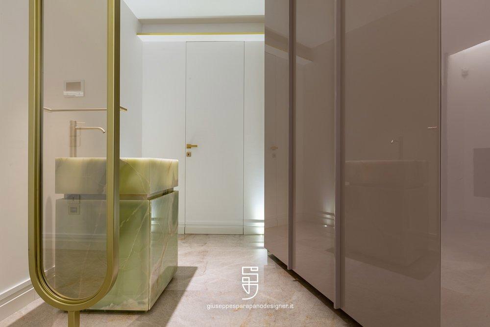 bagno con porte a scomparsa